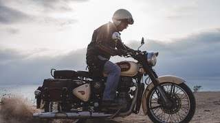 Mono 500 -  Motorcycle road trip in Ecuador on the legendary Royal Enfield Classic