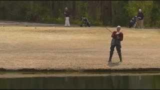 Bad Grandpa caught a fish (несносный дед поймал рыбу)