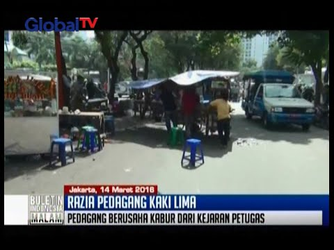 SatPol PP razia PKL di kawasan pusat perbelanjaan Citywalk, Tanah Abang, Jakarta Pusat - BIM 16/03