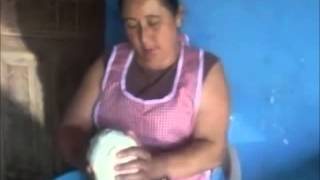 Repeat youtube video Elaboración del Queso, Aldea Ojos de Agua, Granados B V