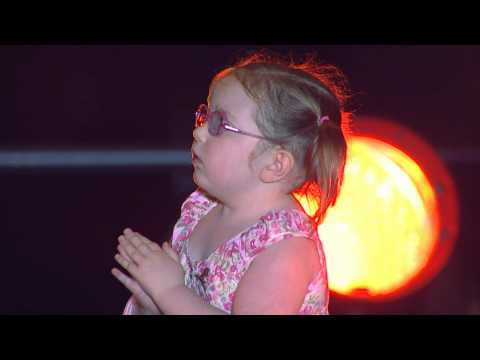"""Sugarland Sings """"Baby Girl"""" with St. Jude Patient Avery"""