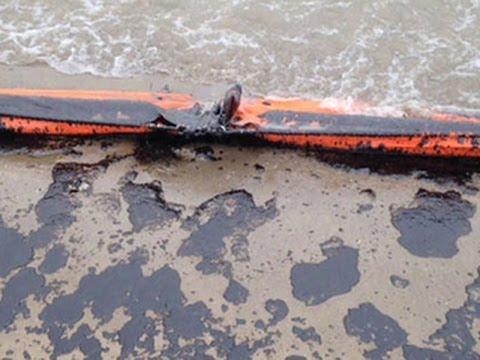 Download Crews scramble to contain massive oil spill in Texas