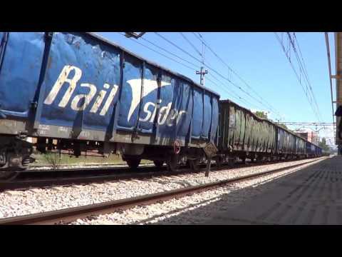 Class 253 with scrap train by San Fernando