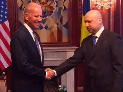 Biden shows support for Ukrainian leaders and promises another $50 million in aid