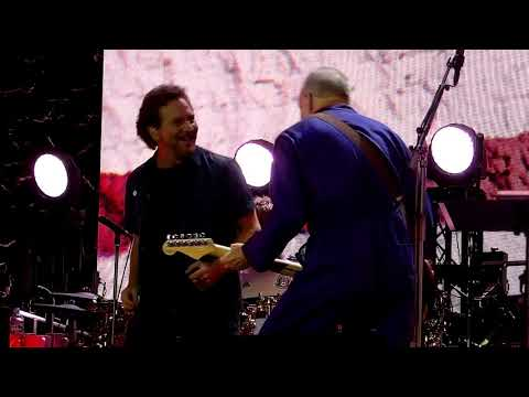 Shannon The Dude - Eddie Vedder Joins The Who On Stage