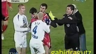 U Craiova - Dinamo 21112004 incident Cl Niculescu - Postasu