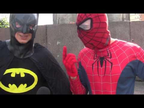 f3abcc50d02dd Batman i Spiderman na ulicach Szczecina - YouTube