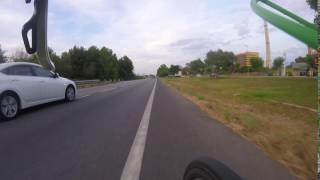 Asi se adelanta a un ciclista
