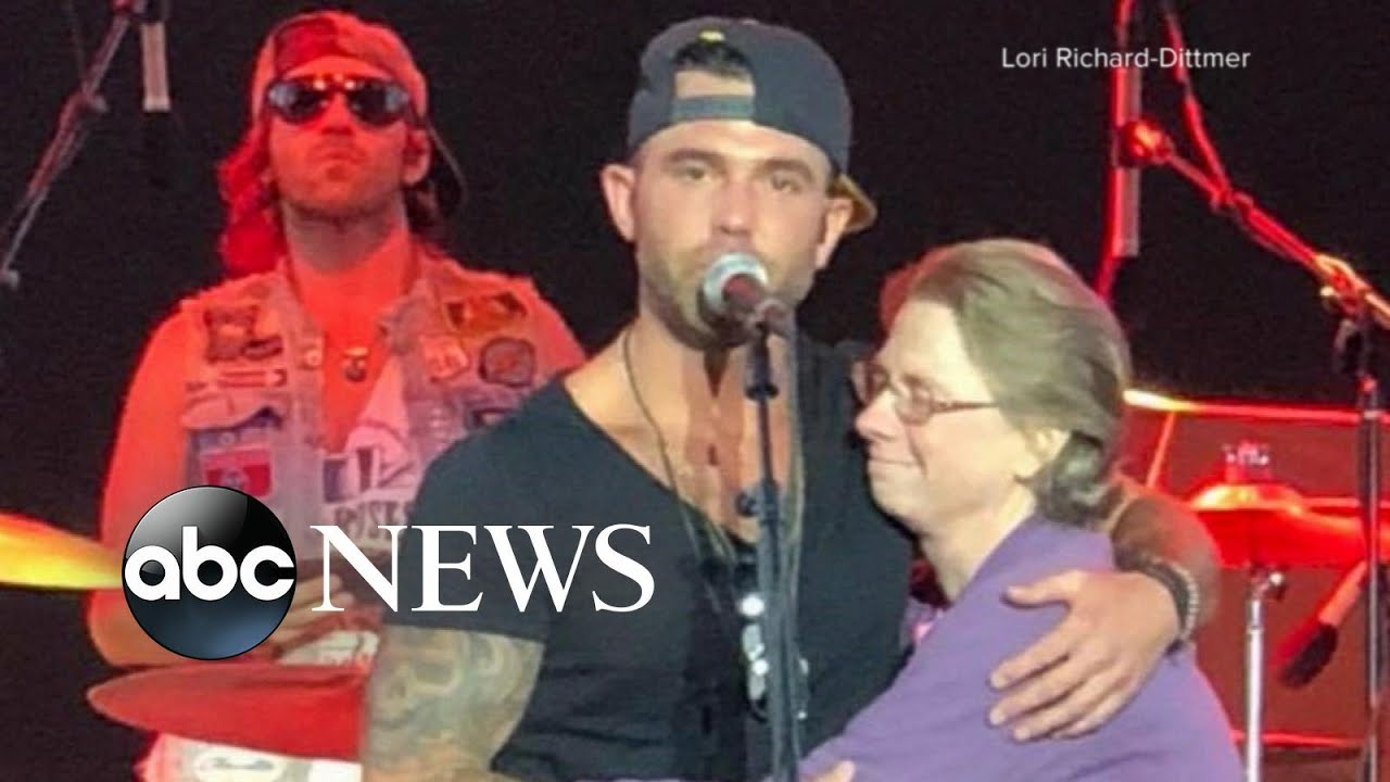 country-singer-jay-allen-sings-to-his-mom-on-stage