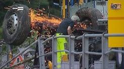 Silenen UR: Lastwagen stürzt in Chärstelenbach