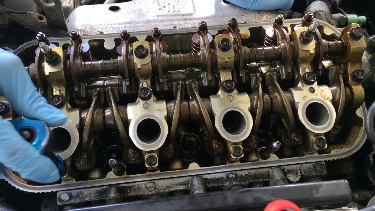 how to fix oil in the spark plug well replacing the valve cover gasket in a honda youtube. Black Bedroom Furniture Sets. Home Design Ideas