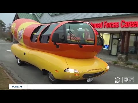Oscar-Mayer-looking-for-a-hotdogger-to-drive-the-Wienermobile