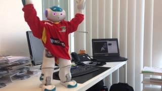 Bedanken voor de aftrap Zora robot KV Oostende samen met Marc Coucke