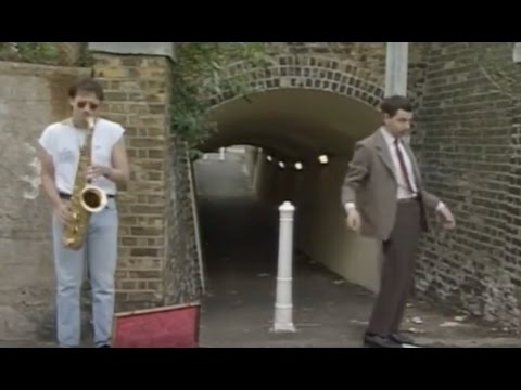 Mr. Bean Dancing Like Micheal Jackson
