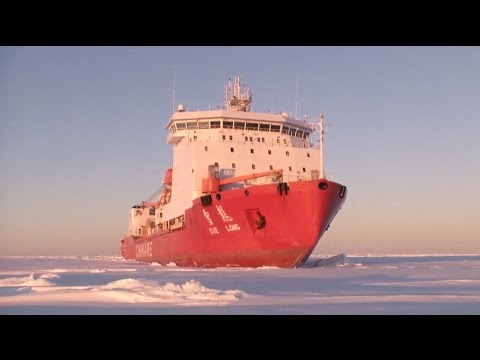 China's Icebreaker Reaches Research Station in South Pole