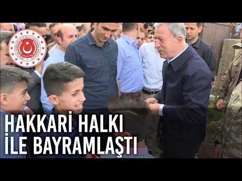 Bakan Akar ve Komutanlar Bayram Namazını Mehmetçik ile Kıldı, Hakkâri Halkıyla Bayramlaştı-2