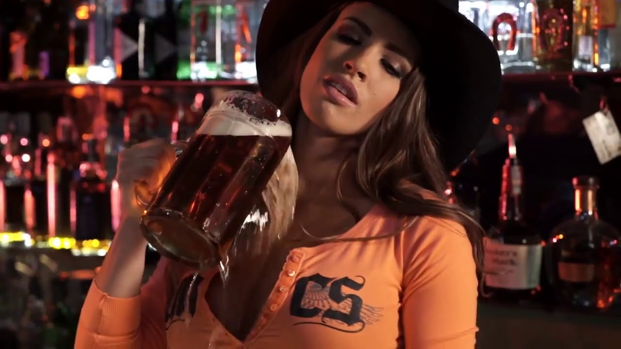 bar maid Sexy