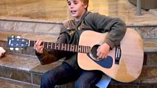 Justin Bieber cantando en el Hotel Azul Sensatori