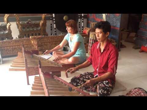 Rindik Bamboo gamelan~Sanggar Seni Pondok Pekak~LASAN NGINYAH  (Eating Lizard)