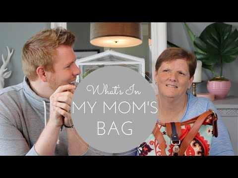 What's In My Mom's Bag!