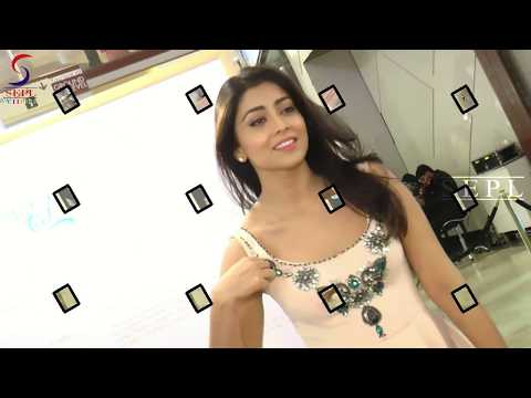Shriya Saran Exposing Her Huge Milk Tank !! thumbnail