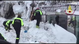 """""""Sono vivi!"""". Le prime comunicazioni dei soccorritori al Rigopiano"""