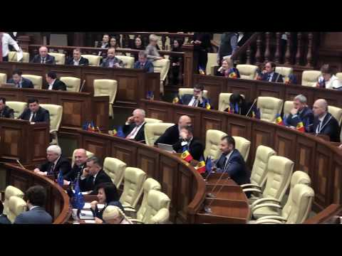 Скандал в молдавском парламенте. Депутаты ACUM заблокировали главную трибуну