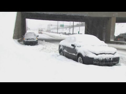 Snow shuts down Montreal highway