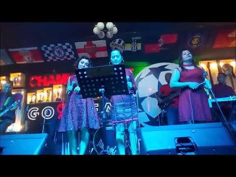 3 penyanyi cantik Saat nongkrong di cafe CHAMPION MEDAN