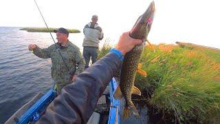 В ЭТИХ МЕСТАХ ПОЛНО РЫБЫ! Рыбалка на самом глубоком озере на планете!