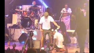 Wizkid Performance At Felabration 2017! As He Sprays Dollars On The Man With No Legs Dancing
