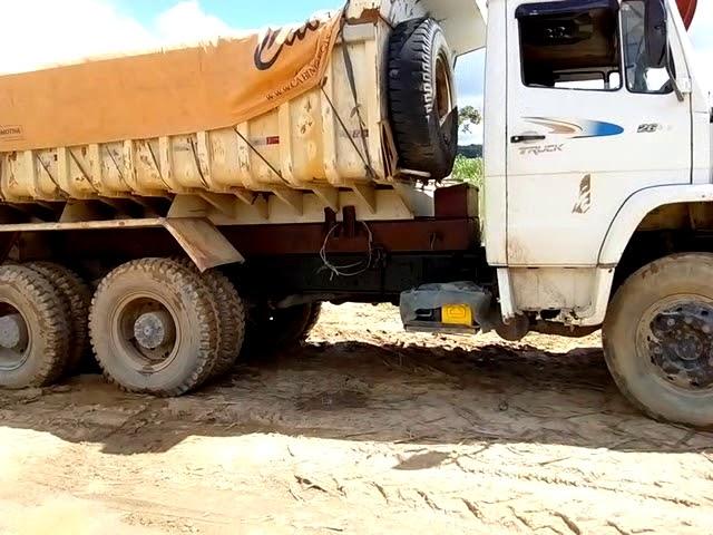 2635 carregado com Areia no engenho pau santo cabo Pernambuco