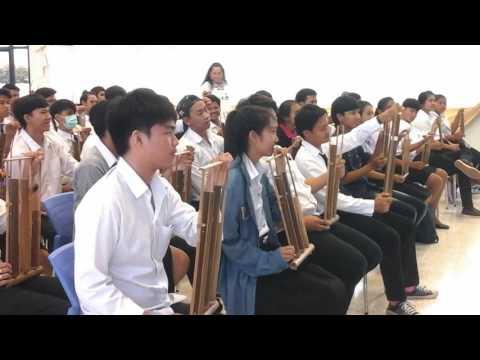 Thai students played Indonesian song Burung Kakak Tua