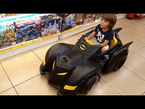 Fatih Selim'in BATMAN, Batmobile Arabası,oyuncak Mağazasında Arabayı Sürüyor Süper Kahraman Olacak