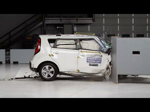 2018 Kia Soul passenger-side small overlap IIHS crash test