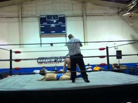 10 year old Utah girl wrestling at the 2013 Vegas Open youth tournamentKaynak: YouTube · Süre: 3 dakika26 saniye