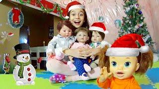O NATAL DOS BEBÊS NA CASA DE PAPELÃO - PARTE 1 ★ Decoramos a casinha com enfeites natalinos!