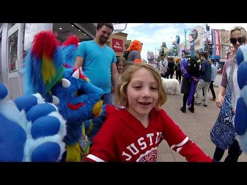 Public Fursuiting in Niagara Falls