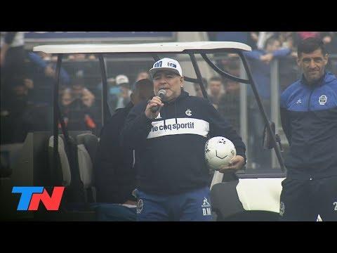 Maradona, recibido como un dios en Gimnasia