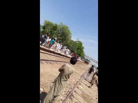 Arifwala new train Fareed express has been lounge