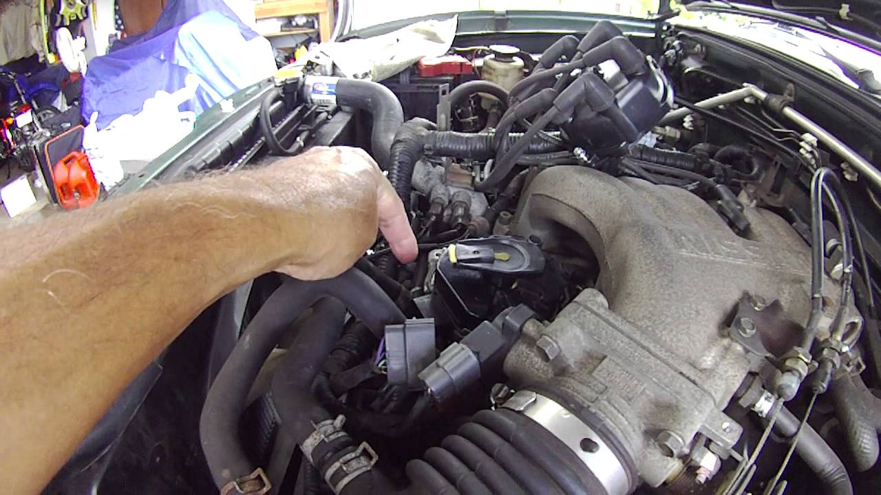Nissan Frontier 33 Distributor Installation Mark your distributor to orient it  YouTube