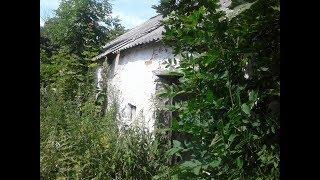 Заброшенный деревенский дом.  Все оставлено.  Находки