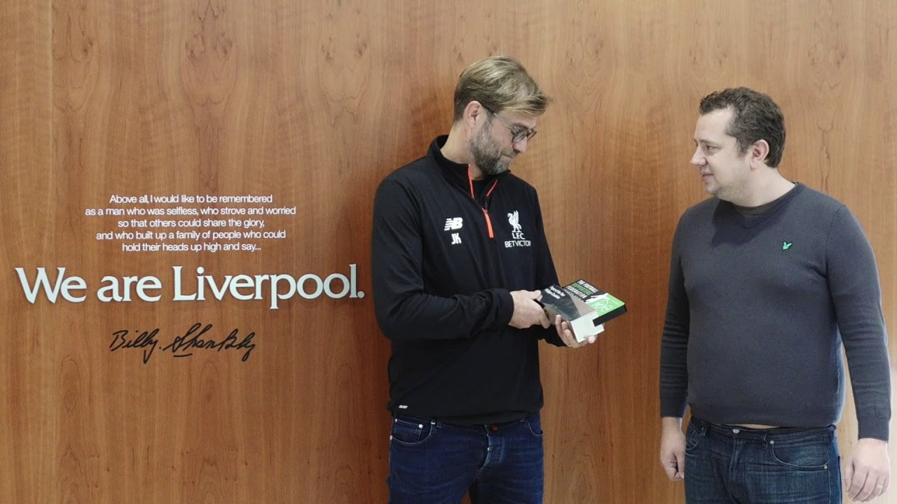 Sigurdsson strike stuns liverpool at anfield yahoo sports - Liverpool Midfielder Philippe Coutinho Wins Football Supporters Federation S Player Of The Year As Jurgen Klopp Accepts Award From The Anfield Wrap Daily