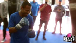 SHANE MOSLEY HITS THE HEAVY BAG UNDER INSTRUCTIONS FROM ROBERTO DURAN - WORKOUT HIGHLIGHTS