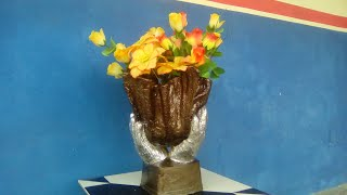 VASO NAS MÃOS - de toalha e cimento - vase in hands