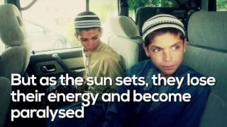 世界奇病ドキュメンタリー:太陽が沈むと動くことも話すこともできなくなる兄弟、パキスタンのソーラーキッズ