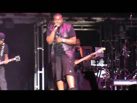 Sean Kingston - Take You There (Live in Oakland; 7/17/10)