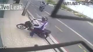 Thieves try to steal a motorbike from an off-duty cop!!!