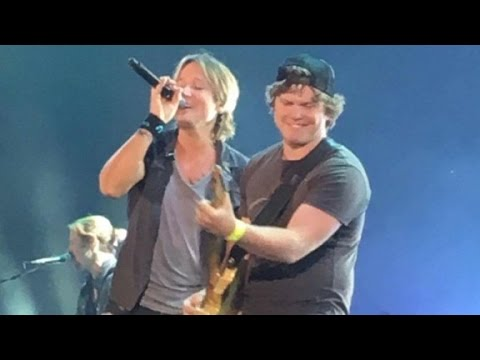 Keith Urban shocked by fan's guitar skills