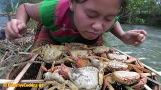 Survival skilles-Catching crap at the mud pond and cooking crab recipe -Eating delicious